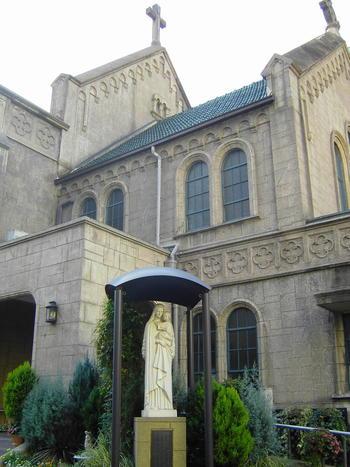 1874年創建の東京でも歴史ある教会です。東京大空襲で難を免れたこちらの教会には、歴史上有名なフランシスコ・ザビエルの聖遺骨も安置されているそうです。