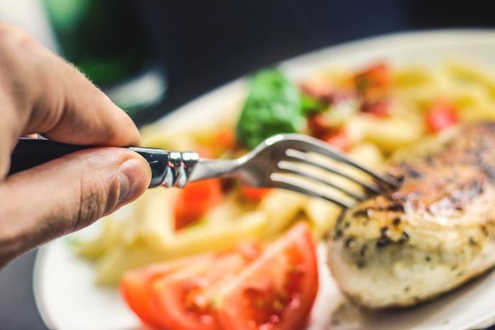 イタリアではイブの日は、あまりお肉を食べません。多くの家庭で、魚や野菜料理がふるまわれるようです。これは、キリスト降誕の前日、体を清める意味もあるのだとか。とはいえ、お魚メインでもお腹いっぱい。食べ応えのあるメニューは、美食の国、イタリアならではです。