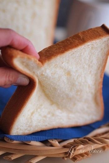 「ブレドール」のエシレ角食パンは、NIKKEI PLUS1の高級食パンランキングで堂々の全国一位を獲得しています。