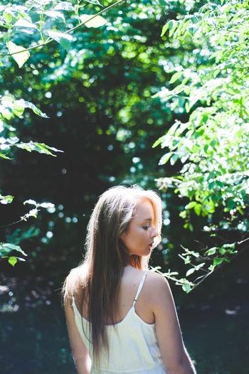 花や空など自然を撮るのも良いですが、テーマを決めて友達を被写体にしても楽しめます。