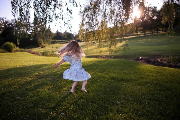 公園で。 近所の公園の芝生でゴロゴロしてもいいですね。ペットを連れて行っても楽しめます。