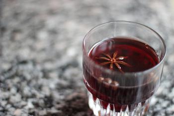 やさしい甘さとスパイスの香味でぽかぽか。ホットワインなら、冷え性対策にもなりますね!
