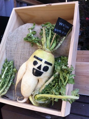 """冬のお店の前。""""野菜愛""""に溢れて(^^♪"""
