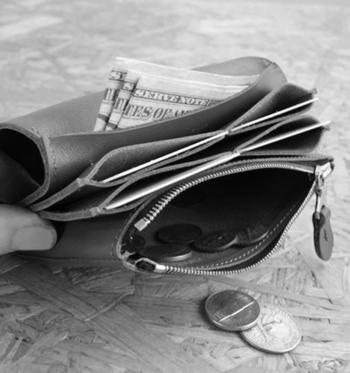 整理する前に、いらないものを捨ててしまいましょう。期限切れの割引券やクーポン、また溜まりそうにないポイントカードも処分していいものです。
