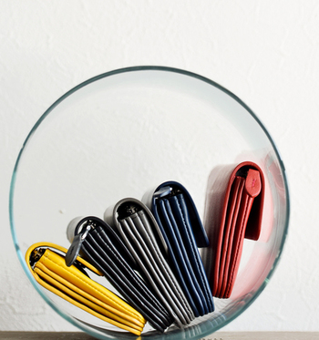 財布の中身が整理できたら、次はいよいよスリム化です。ポイントは財布に詰め込み過ぎないこと。では詳しく見ていきましょう。