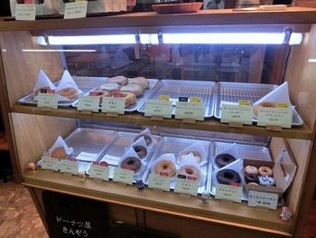 プレーン、きなこ、抹茶、あんドーナツなど…。どれも150円前後くらいで、良心的な値段なのが嬉しいですね。