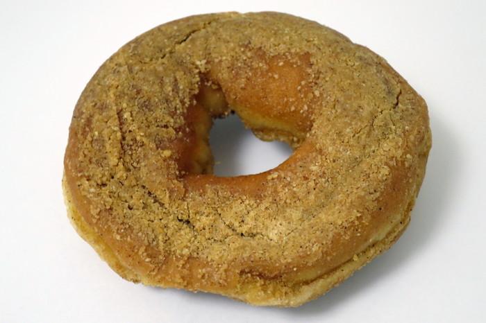 こちらは、きなこ味。揚げパンのような雰囲気が漂うノスタルジックな見た目に、心もほっこりと幸せ気分♪