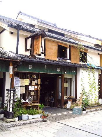 「北国街道 柳町」に軒を連ねる、天然酵母パンで有名な「ルヴァン 信州上田店」