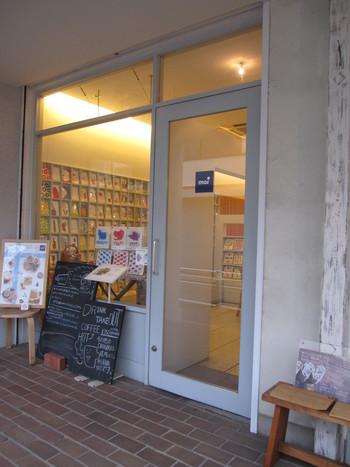 吉祥寺散歩の合間に立ち寄りたいカフェmoi。フィンランド語で「やあ!」を意味する店名どおり、いつでも温かく歓迎してくれる明るい雰囲気です。