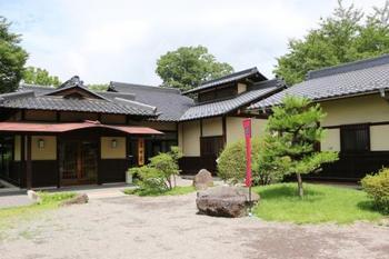 上田には真田氏ゆかりの地や「唐沢の滝」など観光名所が沢山あります。今記事では北陸新幹線・上田駅周辺の「上田中心エリア」に絞ってご紹介します。  【画像は「真田エリア」にある「真田氏歴史館」】