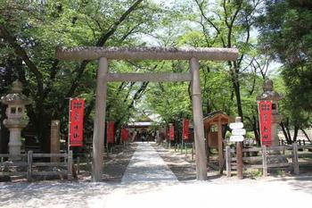 天下の名城「上田城址公園」内にある、「真田神社」。真田、仙石、松平の歴代の上田藩主を祀っています。「東虎口櫓門」の前に真田神社の入り口があります。ぜひお参りしてみましょう。