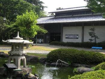 公園内には「上田市立博物館」もあります。歴代の上田城主の資料や美術品などが展示されています。