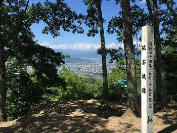 城址からは、上田市街と町並みが一望できます。マイカーで行くのなら、ぜひ立ち寄ってみましょう。