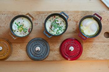 ココットは、グラタンなどのオーブン料理はもちろん、スープからスイーツまで、幅広く使えます。  いつものプレートにココットを添えて、おうちでおしゃれなカフェ気分を味わってみるのはいかがでしょうか♪