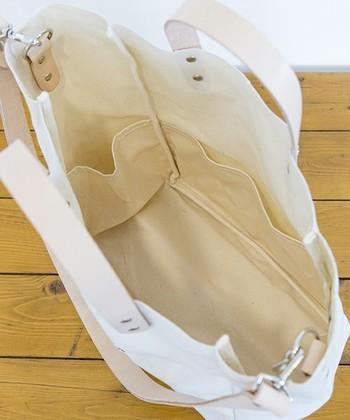 中には4面にポケットが付いていて、使いやすさ抜群。マザートートとしてはもちろん、普段使いにもとっても便利です。