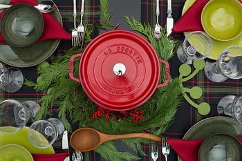 厚手の蓋付き鍋、ストウブって思っている以上に様々なレシピがあり、お夜食にも、おもてなしにも使えそう。とくに寒い季節に活躍してくれそうなストウブ、まだ使ったことがない方は、ぜひ試してみてはいかがでしょうか。レシピの幅がさらに広がるかもしれませんよ。