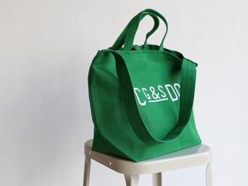 ●G&S DO TOTE BAG ●コットン100% ●中国製 ●¥5,400円  持ち手もついている2ウェイ式。マチがたっぷりなので、いつもバッグがパンパンになる方にもおすすめ。