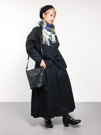 今回は、冬コーデの定番『チェックストール』の素敵な着こなしコーデをご紹介します。