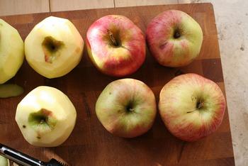 スーパーの店先で旬のフルーツが並び始める秋にいろんなフルーツバターを手作りしてみましょう。