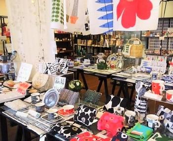 雑貨類は、スタイリッシュでありながらも、ぬくもりを感じる北欧雑貨や、〈中川政七商店〉〈柳宗理〉〈野田琺瑯〉など日本の伝統技術を活かしたプロダクトなども取り扱っています。