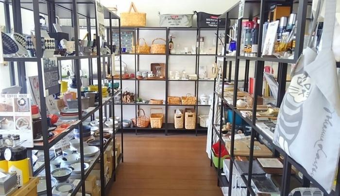 雑貨だけでなく家具などのインテリア全般も取り扱っていて、インテリアコーディネーターの資格を持つ店主さんがいるので心強いですね。