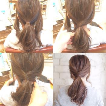 サイドの髪を残して低めの位置でひとつ結びにします。 サイドの髪をクロスさせるように結び目に巻きつけてピンで留めれば完成♪