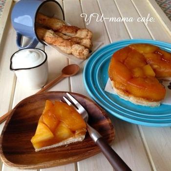 最後に型をひっくり返すとりんごがゴロゴロかわいらしいタルトタタン。 こらもパイシートを使えばとっても簡単。 余ったパイ生地はツイストして砂糖を振って焼くとお手軽なおやつに。