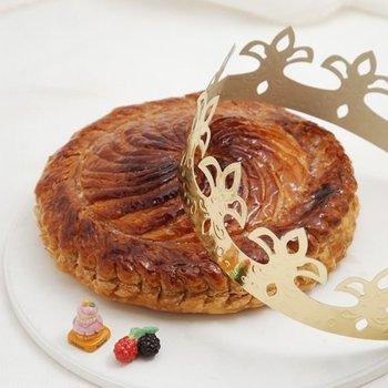 フランスで1月に食べられる伝統菓子のガレット・デ・ロワ。 このお菓子だって、冷凍パイシートを使って手作りできちゃうんです!! 色んな模様を楽しむ余裕が出来ちゃうのも、冷凍パイシートを使ったいいところですね。