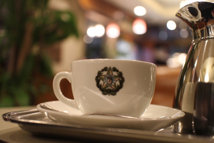 何よりも飲んでみてほしいのは、森のコーヒー。数々の文化人や文豪が通っていたことや、ジョンとヨーコのエピソードなど、その歴史と共に味わってみてください。