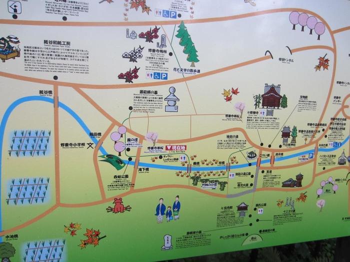 「小京都」の風情を満喫するなら「竹林の小径」へ。  「独鈷の湯」傍の「楓通り」から「滝下橋」までを繋ぐ、桂川(修善寺川)沿いの遊歩道です。