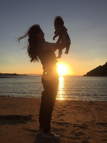 小さな子供や赤ちゃんと一緒にいるとどうしても両手をあけておきたくなります。いざという時にさっと抱っこしたり、転びそうなところを支えたり。大忙しのママにはリュックのマザーズバッグがおすすめですね。お洒落でかっこいいリュックを背負って、子供たちと一緒にたくさんお出かけしてみましょう!