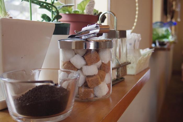 ティータイムに使うお砂糖なども入れることができますよ。砂糖や塩のほか、小麦粉や片栗粉などの粉類を入れる容器としても活用できるので、ぜひ参考にしてみてください♪