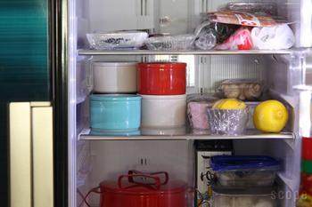 冷蔵庫や小さな戸棚にしまいたい時には、キャニスターの高さやスタッキングのしやすさなども意識して選んでみましょう。冷蔵庫の中に重ねて入れられると無駄のない収納ができます。