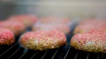 100%ビーフの手作りパティが人気の秘訣。お肉の旨みが味わえます。