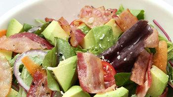 サイドディッシュもすべて手作り。サラダやステーキも人気です。