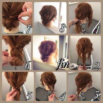 サイドの髪を残して三つ編みにします。サイドの髪をねじって三つ編みと一緒に一つに結んだら、三つ編みをくるくると巻き上げピンで留めれば完成♪