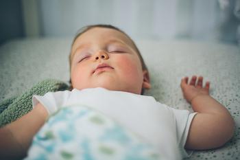 ほうきを使ったお掃除はとにかく静か。お子さんが寝ている間や夜遅い時間でも、音を気にせずササっときれいにできます。時間を有効に使うことができますよ♪