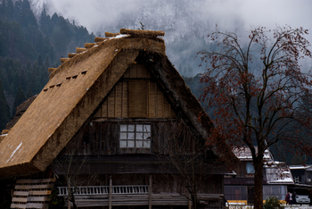 """白川郷に行ったら泊まってみて♪ 古き良き日本の暮らしが体験できる""""合掌造りの宿"""""""