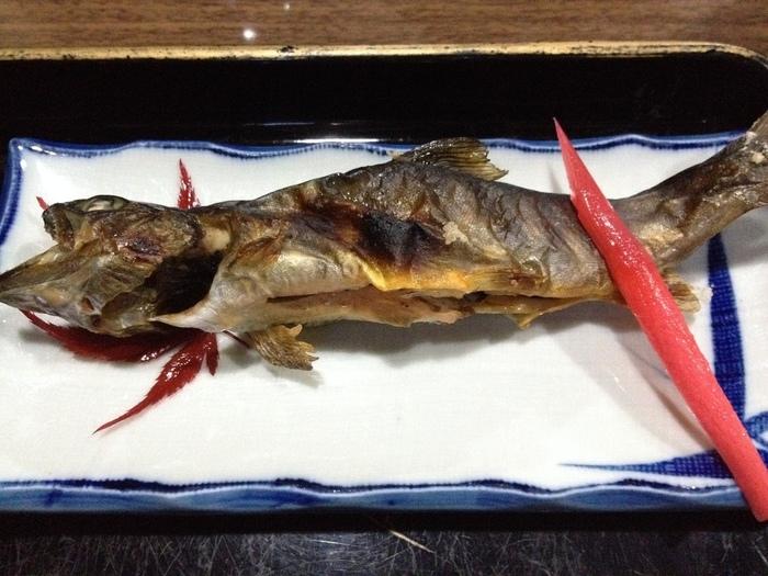 お膳には、地元の食材を使用した優しいメニューが並びます。山菜や川魚料理など、いづれも素朴な田舎料理ばかりです。