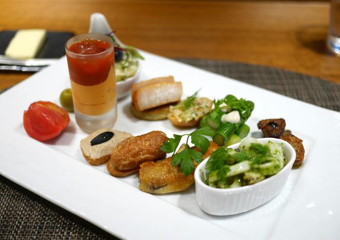 フランス料理を基本とし、生姜や山葵などの和の薬味や季節感のある食材でで、身体に優しい料理を常に心がけているそうです。