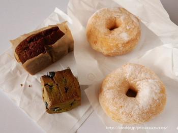 ドーナッツはふんわりしたもの、もちもちしたもの、さまざまな食感が楽しめます。