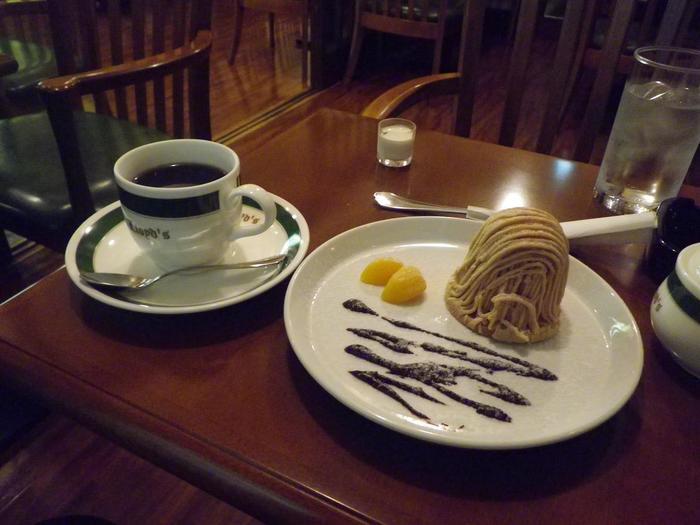 エスプレッソや水出しなど約22種類のコーヒーと紅茶、オリジナルケーキやアイスクリームなどが味わえます。 藻岩山ロープウェー駐車場のそばにありカフェの駐車場も広いので利用しやすいのも魅力。