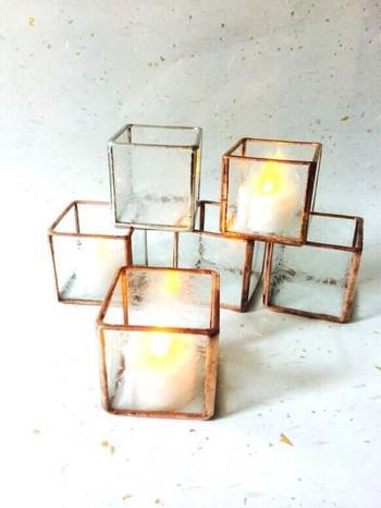 ガラスとコッパーのキャンドルホルダーも、やさしい光が反射してお部屋を美しくしてくれます。