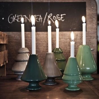 北欧デンマークセンスを感じる、淡い優しい色合いの木のオブジェのアヴェント。