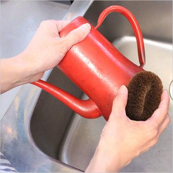 シュロたわしならお鍋やフライパン洗いはもちろん、まな板などをしっかり洗っても傷を作ってしまうことがありません。中にはお風呂で身体を洗うのに使っている方もいらっしゃるそうですよ。
