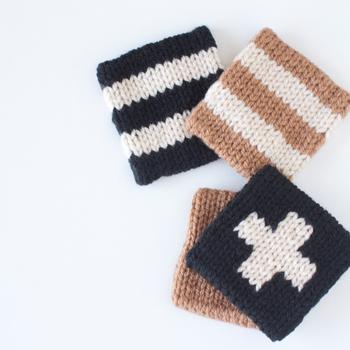 編み物が得意な方なら、アクリルたわしを自分で手作りしてもいいですね。わざわざ毛糸を買って来なくても、着古したセーターやマフラーをほどいて編み直してもOK。洗剤を使わずに食器洗いができる上、手作りすれば古着のリサイクルもできてしまう、とってもエコなたわしです。