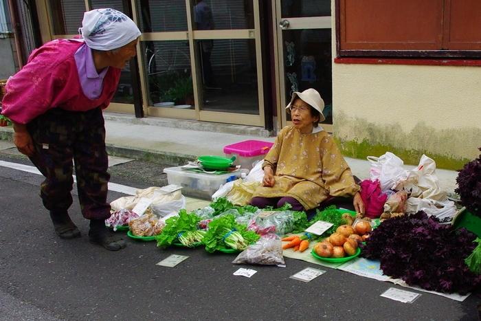 市民の台所として勝浦に住む人たちの生活にとけ込んできた勝浦朝市。