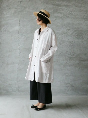 季節を問わず使えるリネン3PTコート。羽織るだけでコーデがグッとナチュラルで大人っぽく仕上がるアイテムは、1着あると便利です。