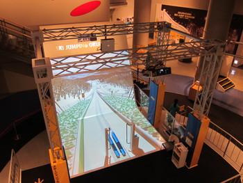 札幌冬季オリンピックの遺産と、ウィンタースポーツの歴史を紹介する「札幌ウィンタースポーツミュージアム」。当時の貴重な資料が数多く展示されているほか、スキージャンプやフィギュアスケートのスピンなど、冬のスポーツ競技を擬似体験できる装置など、多彩に楽しめます。