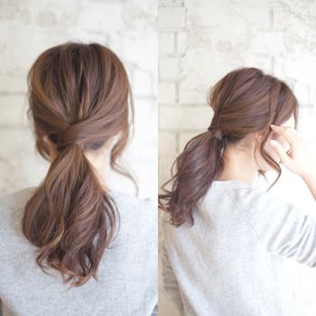 顔周りが気になる方は、サイドの髪を残してカバーしても◎ 髪全体をゆるく巻いておくとより素敵に仕上がります。